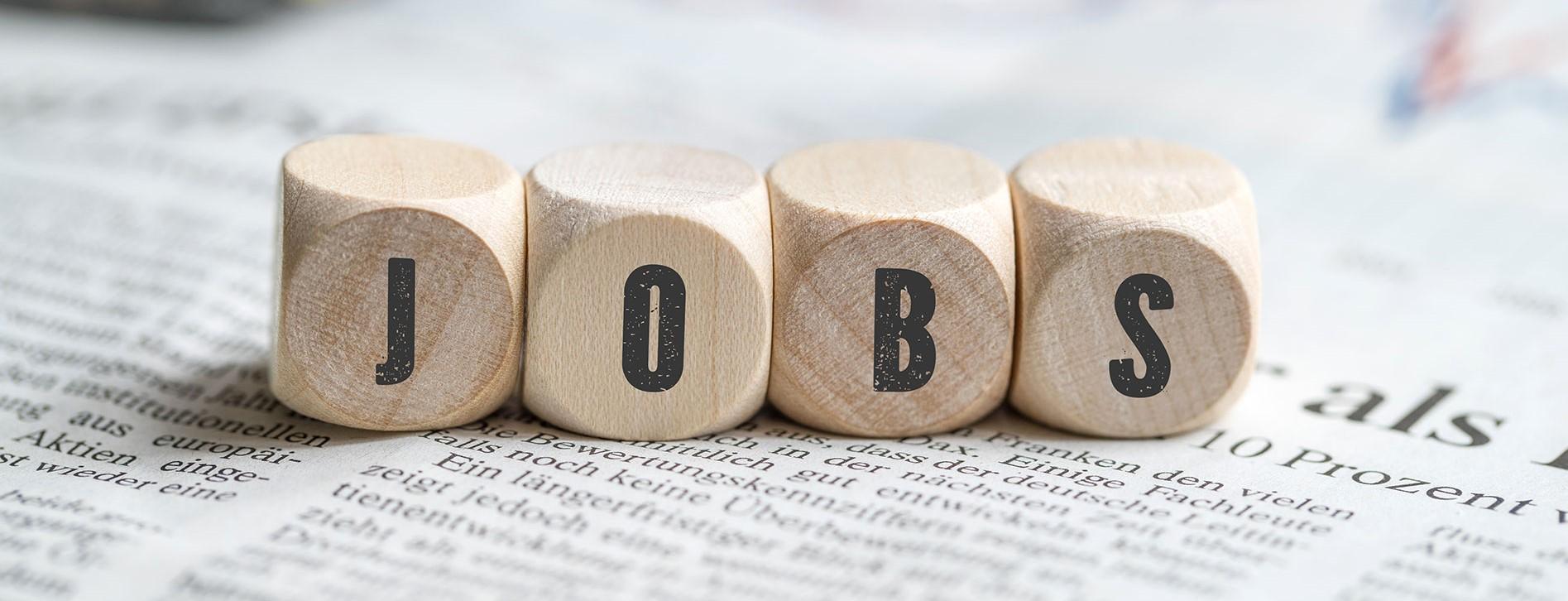 """Würfel, die das Wort """"Jobs"""" bilden"""